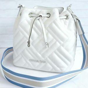 MICHAEL KORS NWT White Peyton bucket purse w/strap